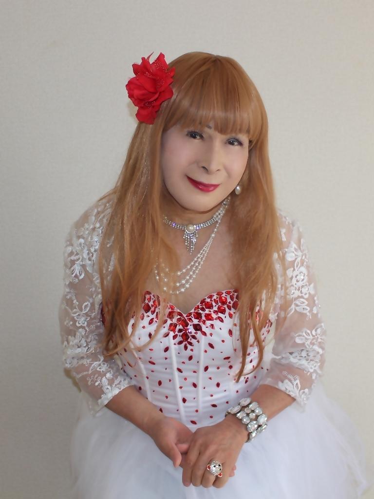 赤ビジュ飾り白ショートドレス部屋C(4)
