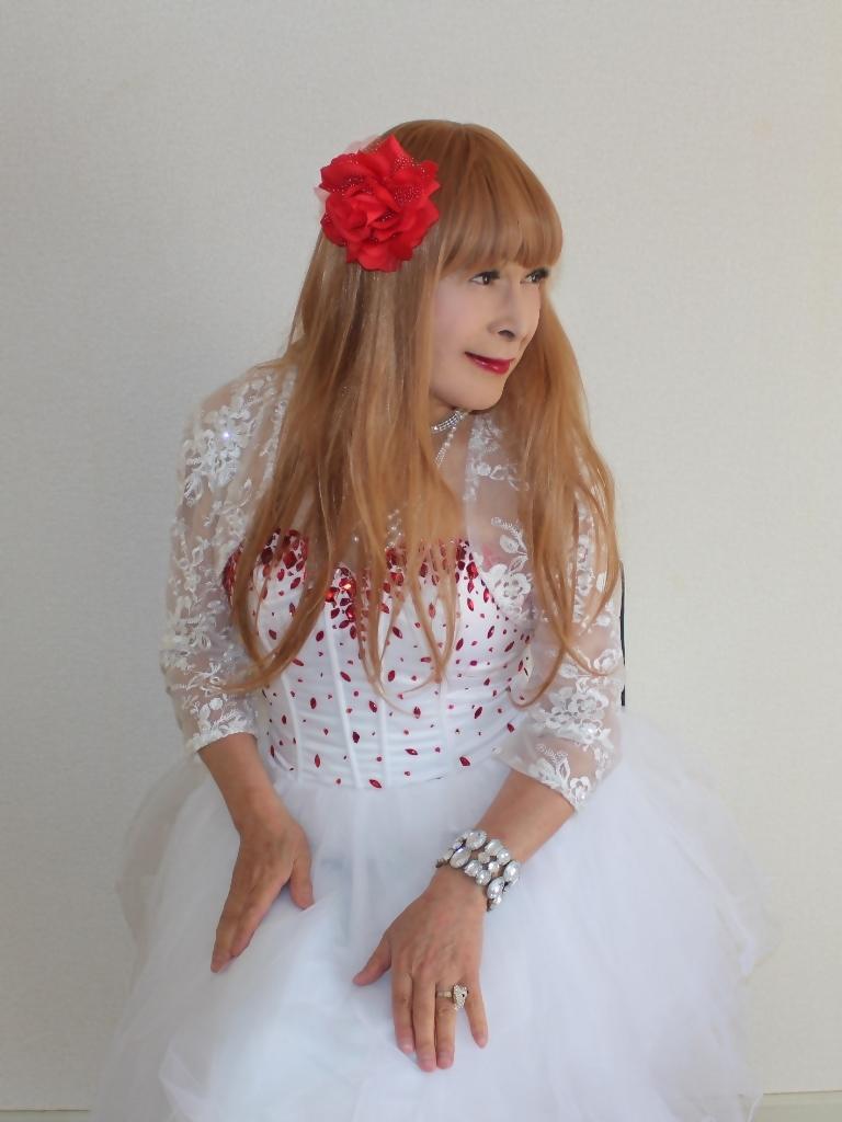 赤ビジュ飾り白ショートドレス部屋C(7)