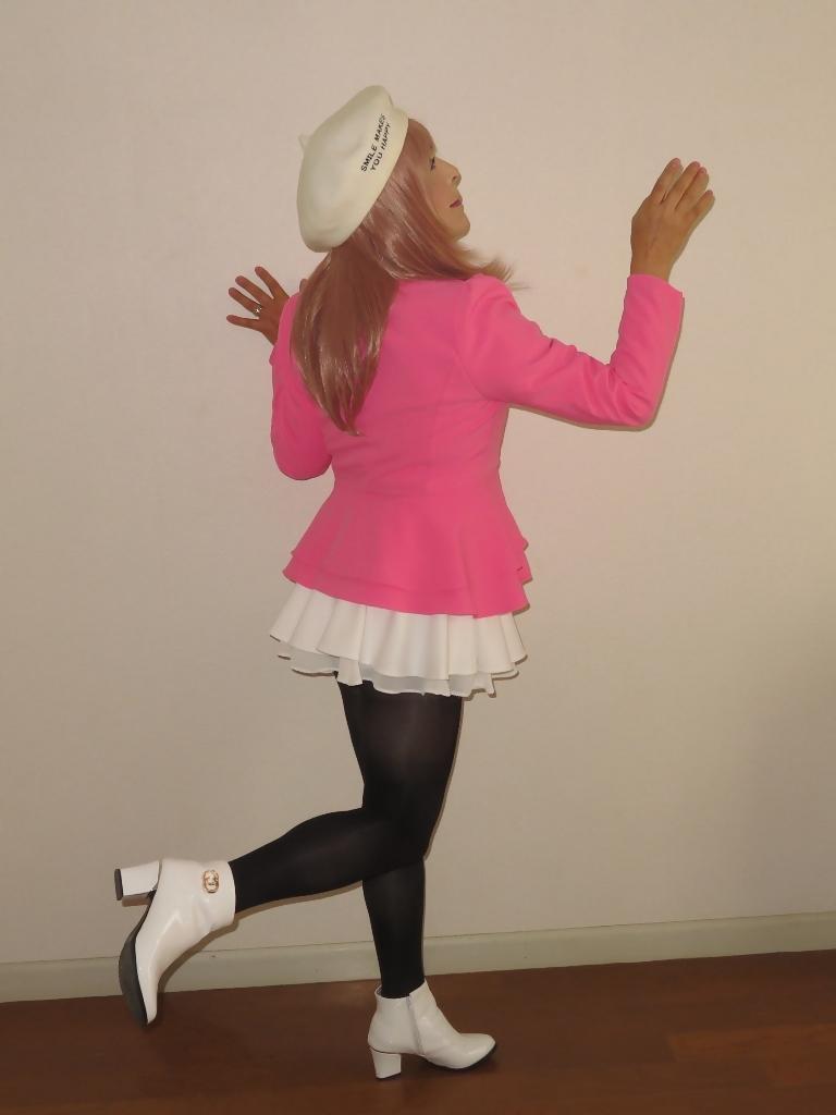 ピンクジャケット白ミニフレア室内A(8)