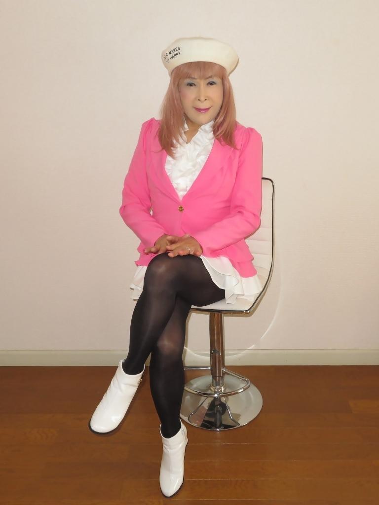 ピンクジャケット白ミニフレア室内B(1)