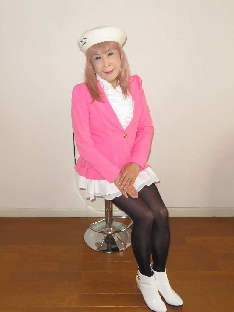 ピンクジャケット白ミニフレア室内B(4)