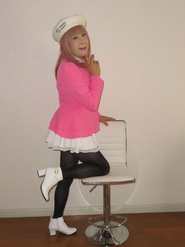 ピンクジャケット白ミニフレア室内B(5)