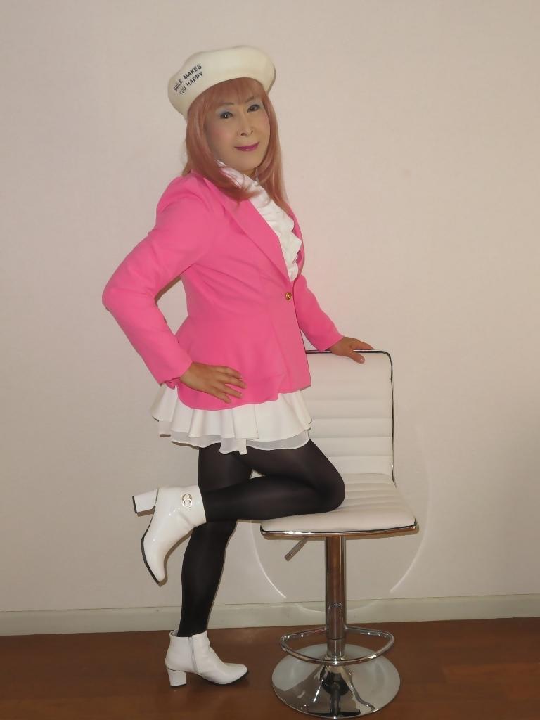 ピンクジャケット白ミニフレア室内B(6)