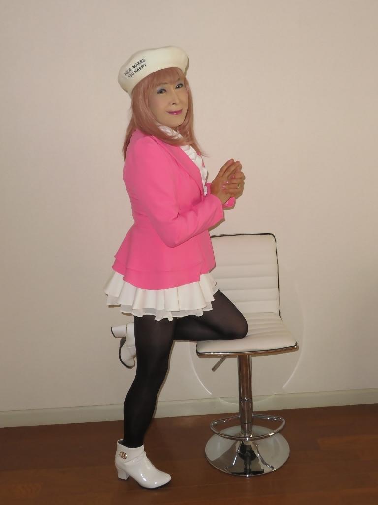 ピンクジャケット白ミニフレア室内B(8)