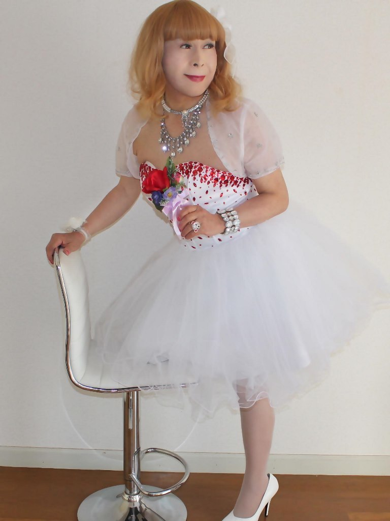 赤ビジュ飾りホワイトドレスA(7)