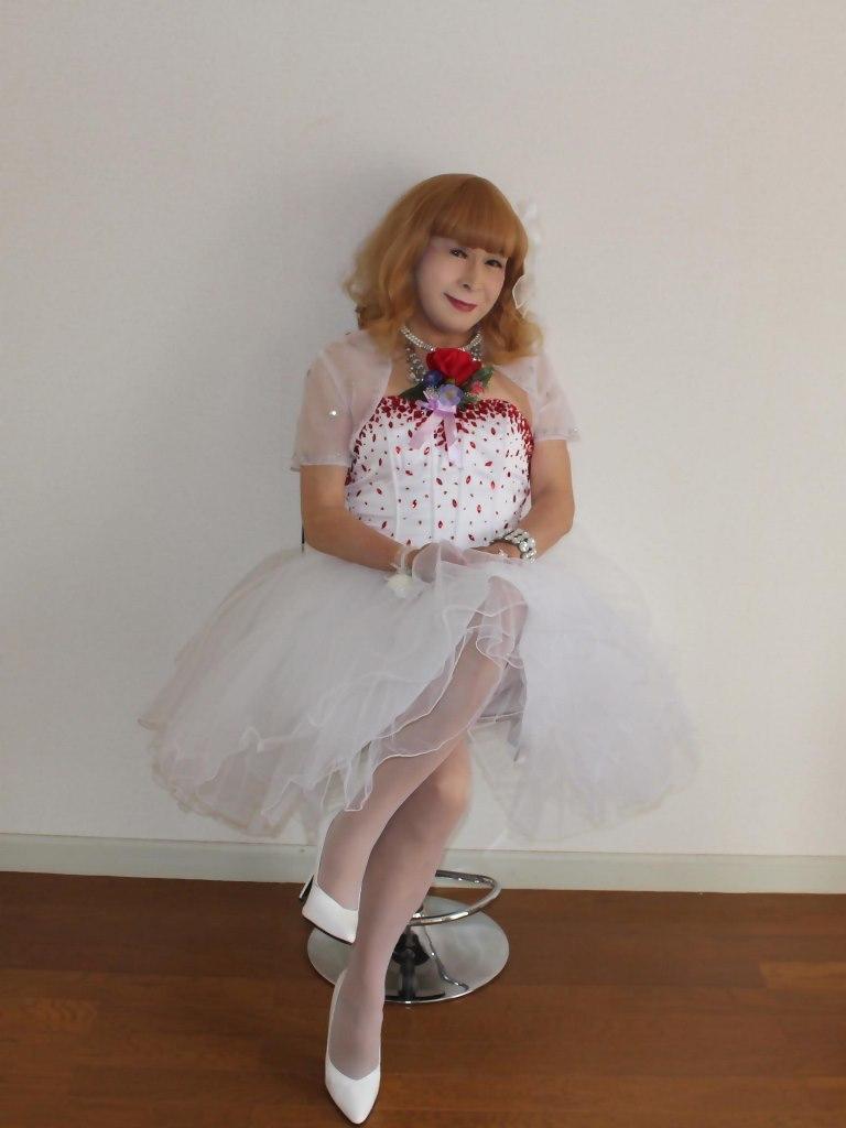 赤ビジュ飾りホワイトドレスB(6)