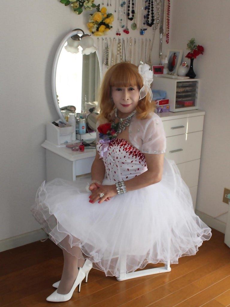 赤ビジュ飾りホワイトドレスC(1)