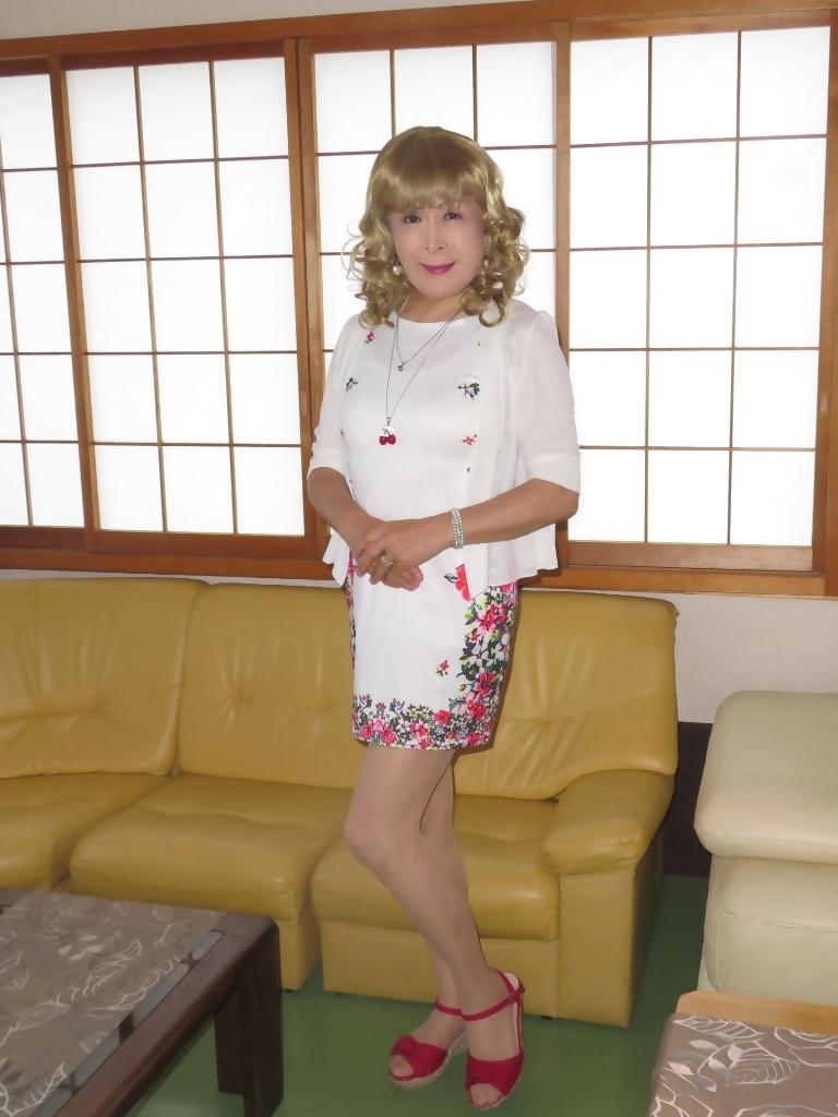 両サイド花柄タイトミニワンピ室内(1)