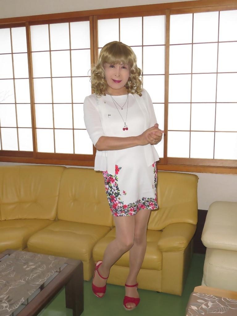 両サイド花柄タイトミニワンピ室内(2)
