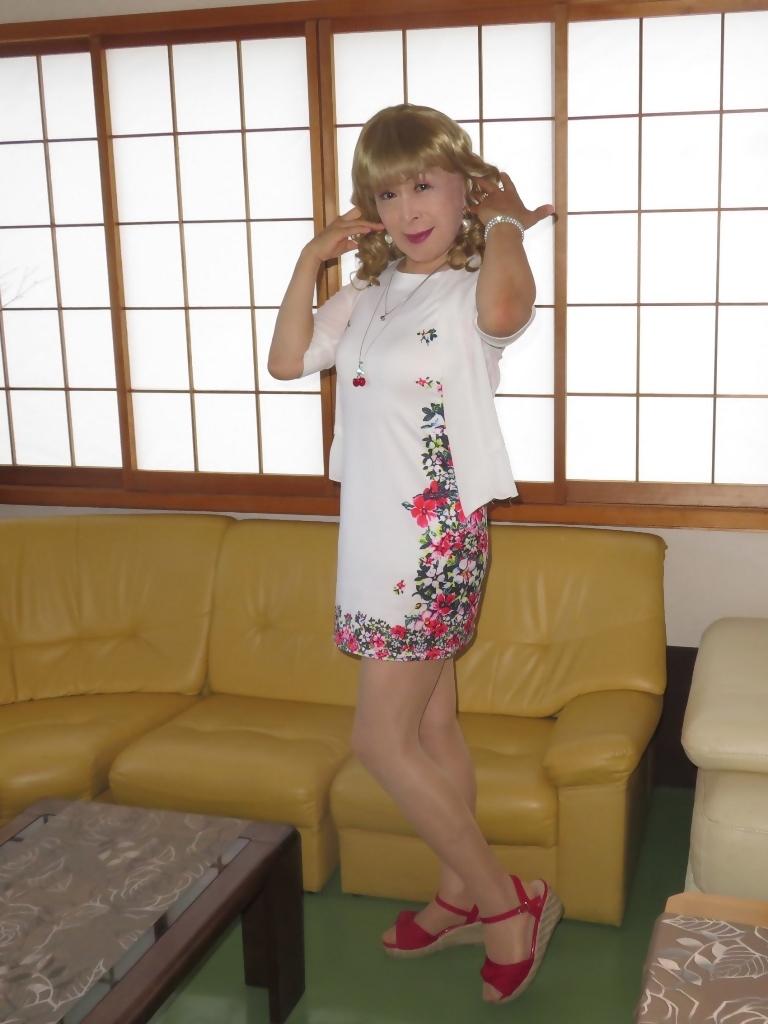 両サイド花柄タイトミニワンピ室内(3)