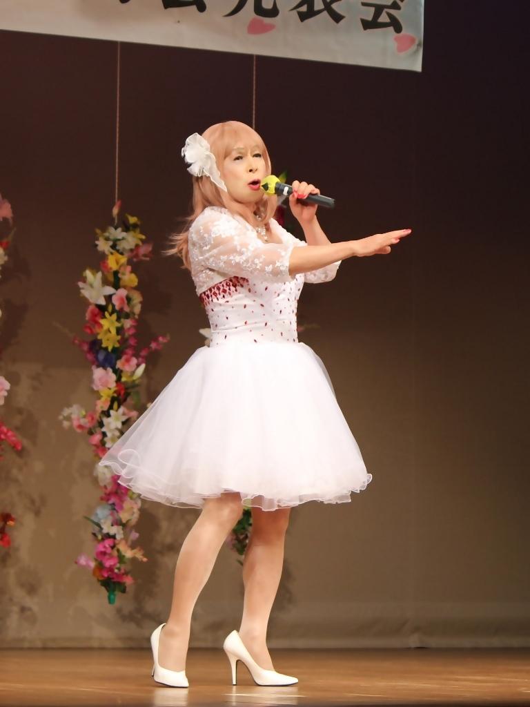 赤ビジュ飾りショートドレス舞台(2)