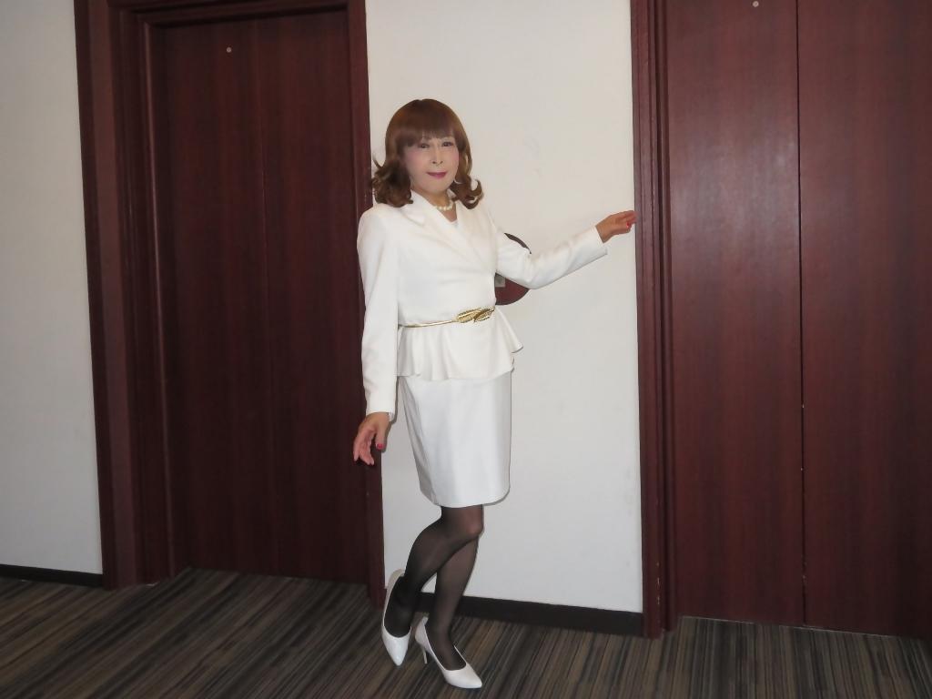 白スーツガーデンパレスA(2)