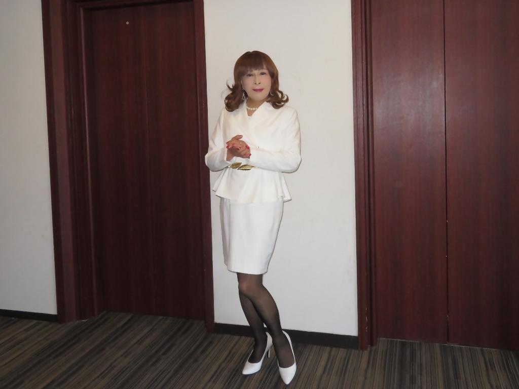 白スーツガーデンパレスA(3)