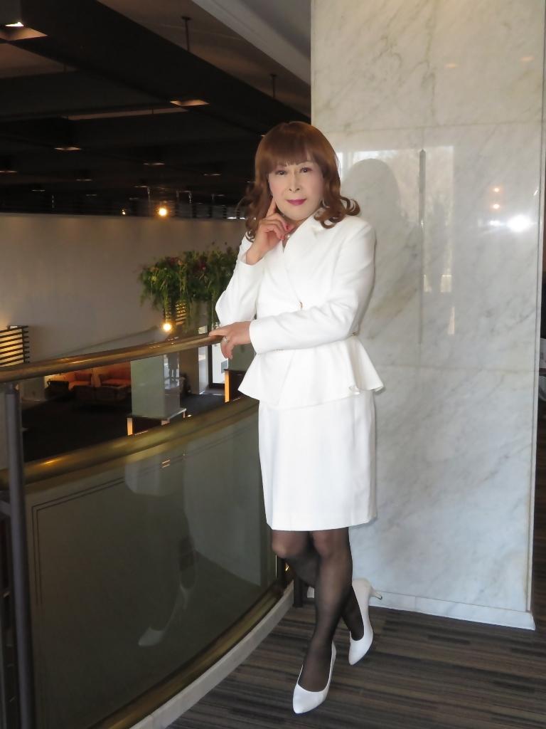 白スーツガーデンパレスA(6)