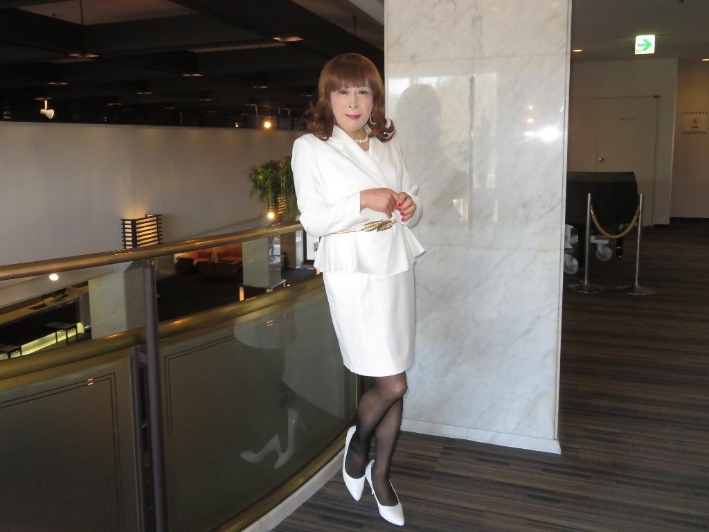 白スーツガーデンパレスA(7)