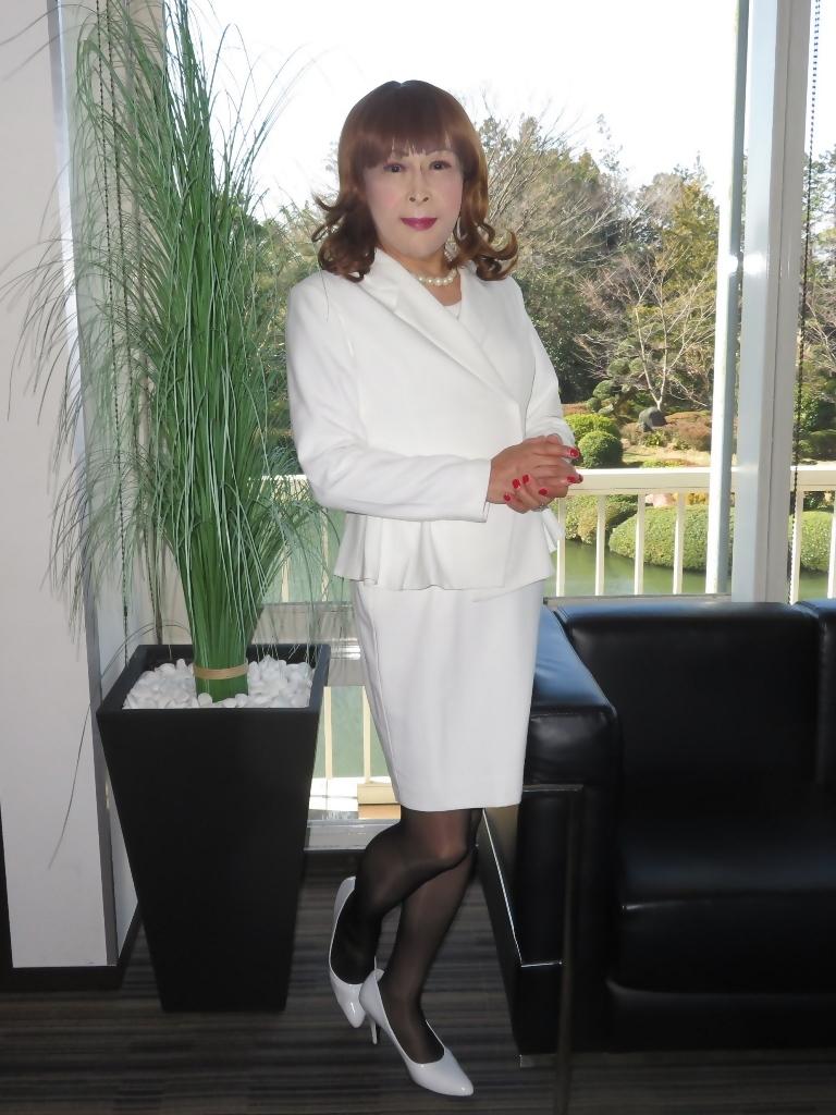 白スーツガーデンパレスA(8)