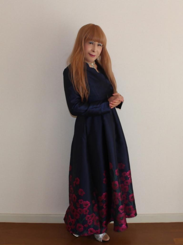 裾花柄紺ロングドレス部屋B(2)