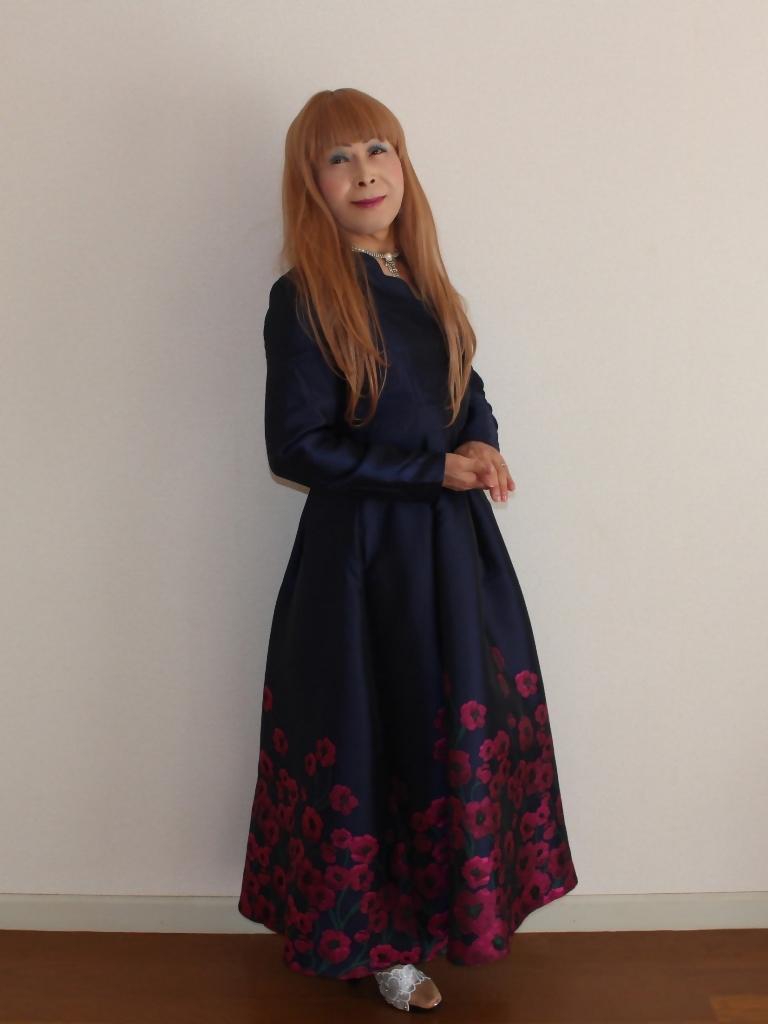 裾花柄紺ロングドレス部屋B(3)