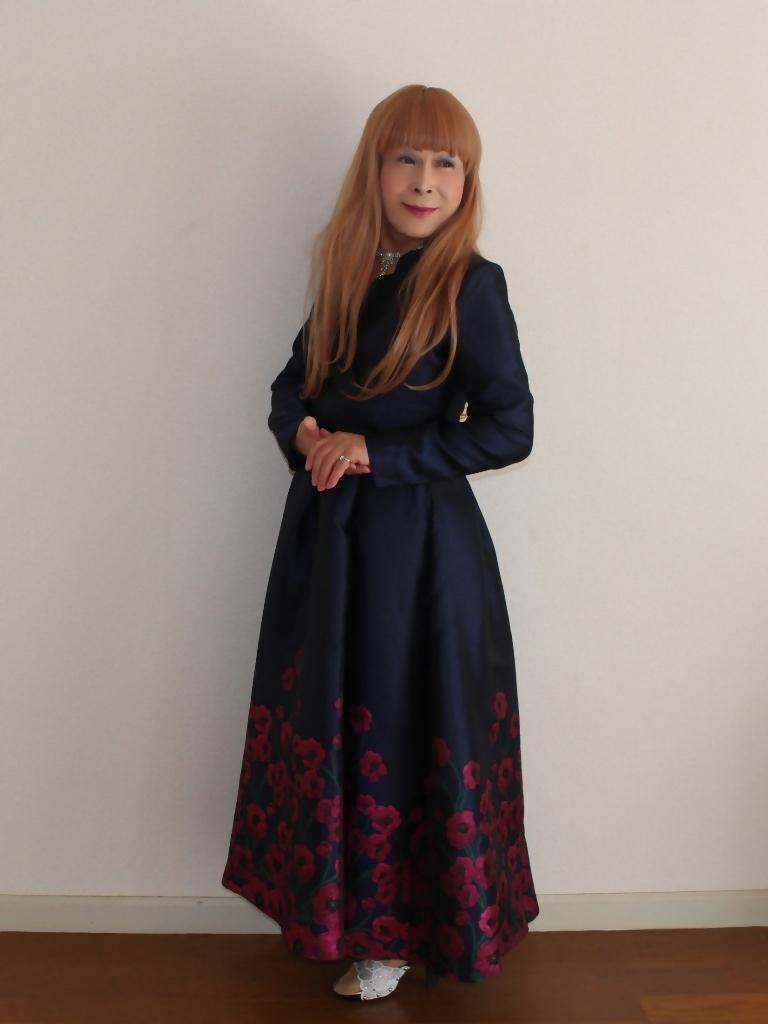 裾花柄紺ロングドレス部屋B(4)