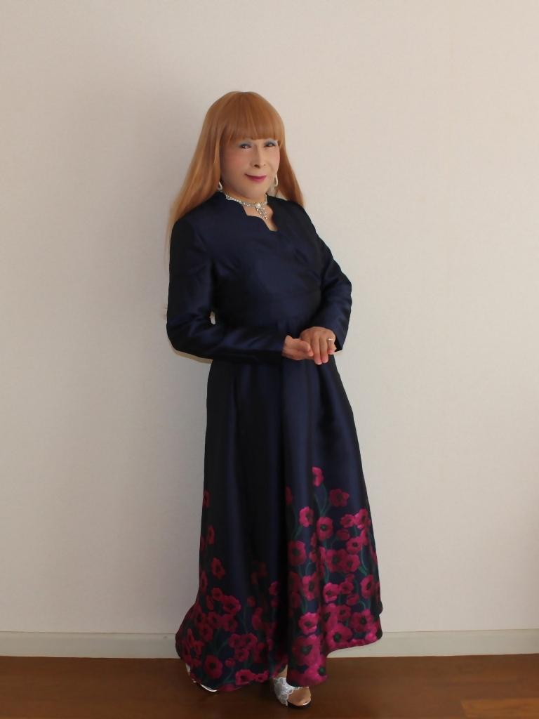 裾花柄紺ロングドレス部屋B(7)