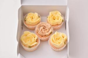 バラのカップケーキ箱入り5個