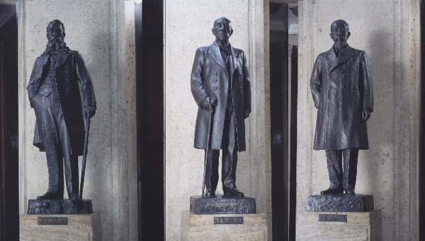 3人の銅像