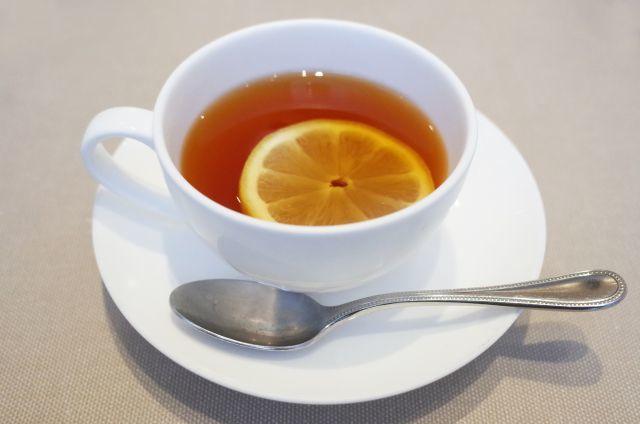 紅茶にレモンを入れると色が薄くなるのは何故?-色が薄まるメカニズム