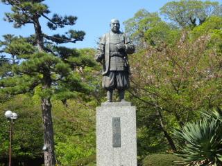 愛知岡崎城徳川家康像