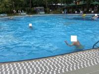 夕方雨上がりでプール200722
