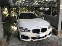 BMWはホテルの屋根付き駐車場に駐車200812