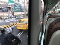 バスで球場へ201105