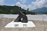 ダム記念碑200722