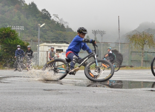 【MTBの学校】雨しかできない楽しみ方があります!