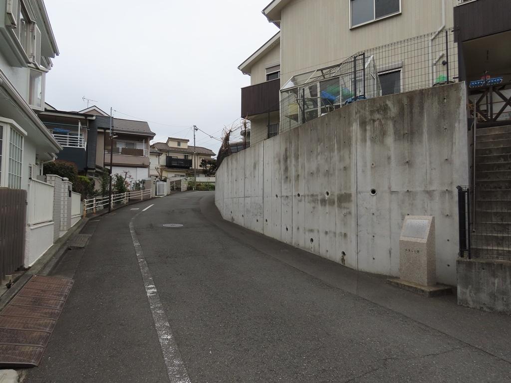 東郷寺近くの「かなしい坂」(下から見上げる)