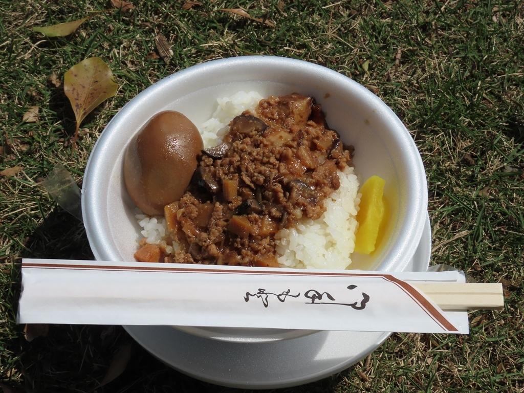 今日のお昼ご飯(魯肉飯(ルーローハン)弁当)