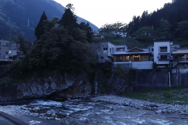 白川河畔の家 (4)