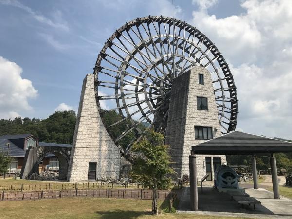 200819-おばあちゃん市・山岡の巨大木製水車