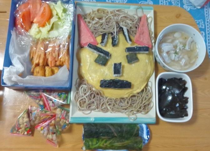 天ぷら、鬼ちらし、酢ジメ、昆布煮しめ、炒りマメ、高菜巻き
