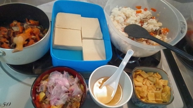 ちらし寿司米酢2、砂糖1、塩