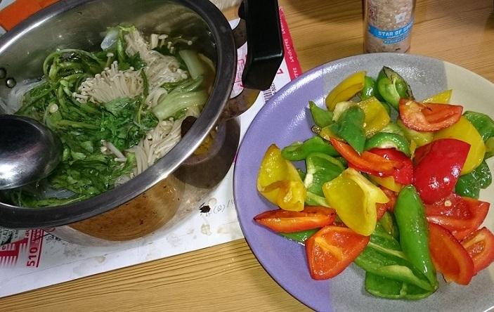 エノキと春菊鍋とパプリカ炒め