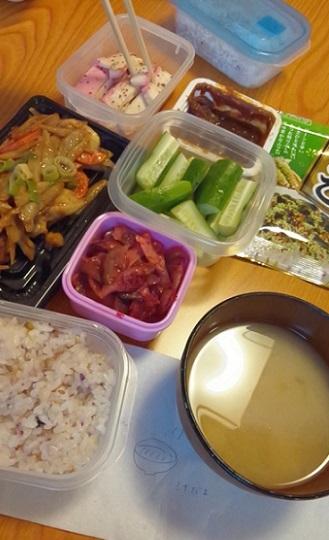 赤板炒め、あんだんすー、甘辛ごぼう、キュウリ、梅ザーサイ、雑穀米、わさびふりかけとお味噌汁