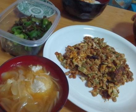 ヤタラ漬け、納豆炒り卵、玉ねぎの味噌汁