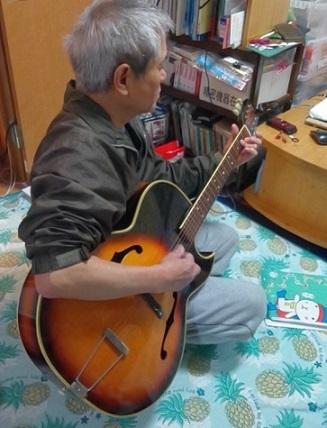 ギター弾いてみたり
