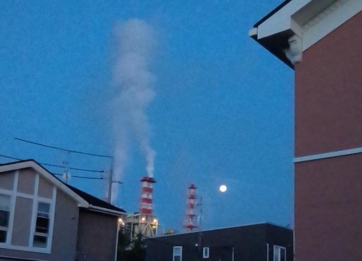 明け方の煙突