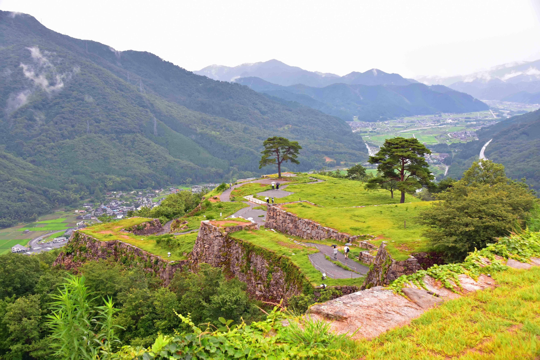 雨の竹田城3 眼下を望む