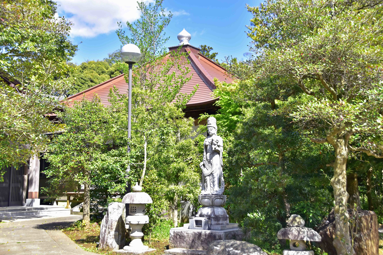 10 城址に建つ西福寺本堂