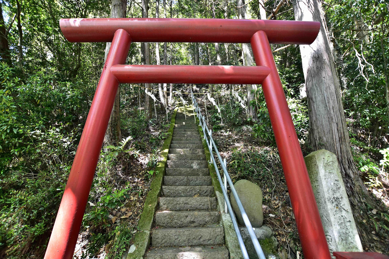 2 神社の石階段
