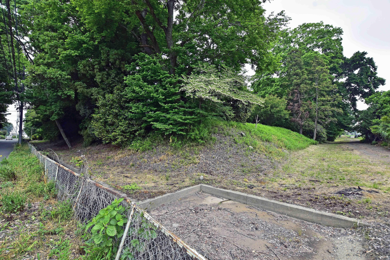 6 南東隅の土塁と堀