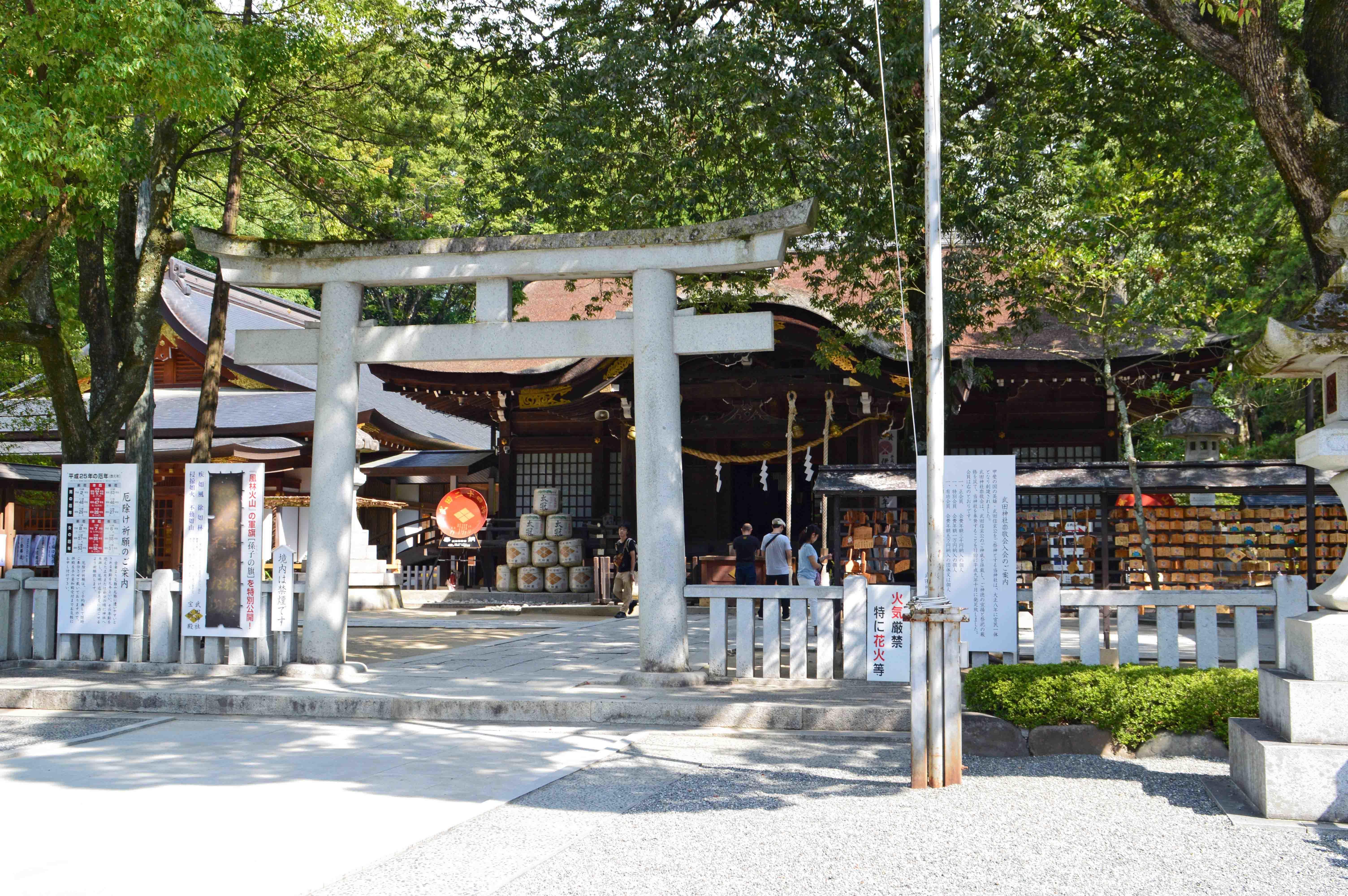 4 武田神社拝殿