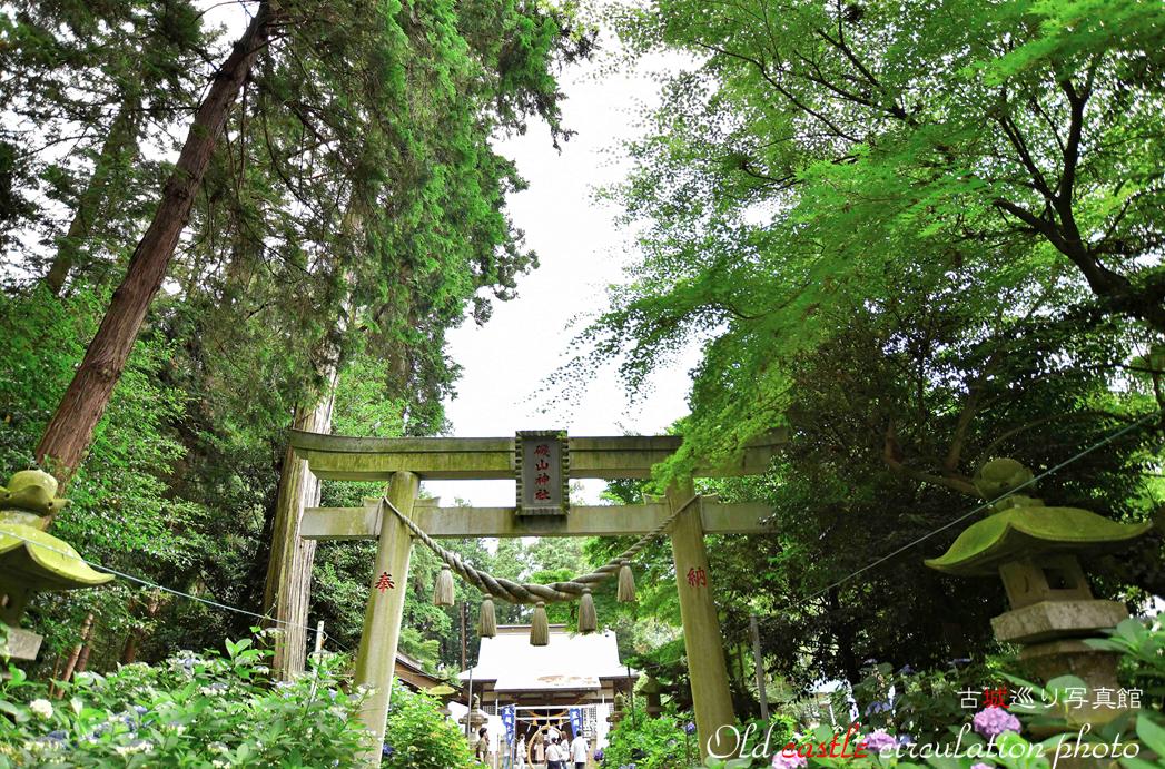 磯山神社 拝殿へ